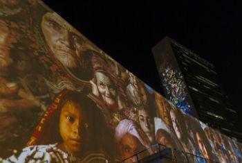 Prédio da ONU ilustardo para comemorar a Conferência do Clima. Foto: ONU/Mark Garten