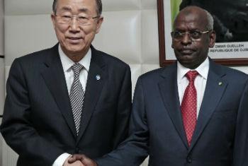 Ban Ki-moon e Abdoulkader Kamil Mohamed. Foto: ONU/Evan Schneider