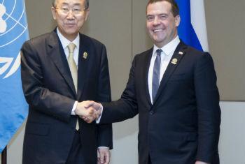 Ban Ki-moon em encontro com Dmitry Medvedev. Foto: ONU/Rick Bajornas
