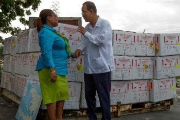 Florence Guillaume (esq.) encontrou-se com Ban Ki-moon quando ele visitou o Haiti em julho deste ano. Foto: Minustah/Logan Abassi