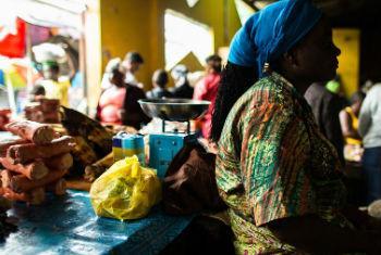 Mercado em Monróvia, Libéria. Foto: Pnud/Morgana Wingard