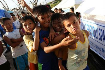 Unicef ajuda população filipina. Foto: Ocha