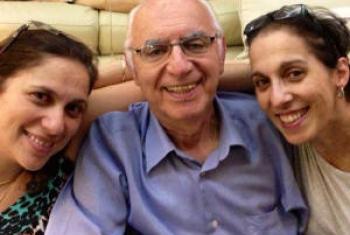 Rafael Teitelbaum com as filhas. Foto: Arquivo Pessoal.