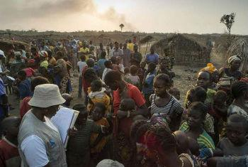 Centro-africanos num acampamento na RD Congo. Foto: Acnur/B.Sokol