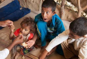 Família deslocada devido aos conflitos no Iêmen. Foto: Ocha