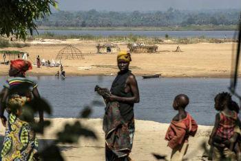 Refugiados centro-africanos na República Democrática do Congo. Foto: Acnur/B. Sokol