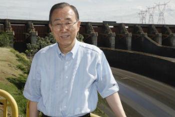 Ban Ki-moon visita a hidraelétrica de Itaipu. Foto: ONU/Evan Schneider