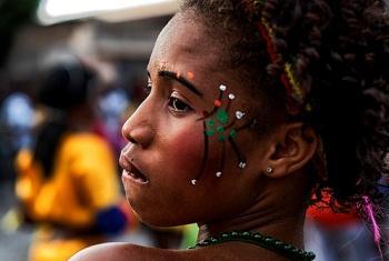 Menina haitiana em festa de carnaval. Foto: Minustah.