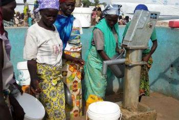 Refugiados nigerianos nos Camarões. Foto: Acnur/D.Mbaiorem