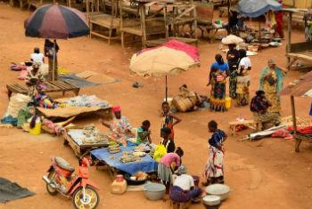 Mercado na Guiné Conacri. Foto: FAO