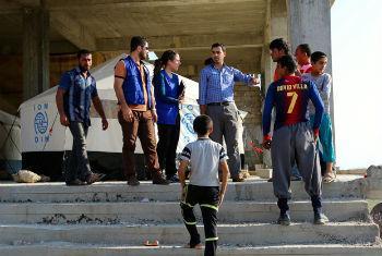 Equipe da OIM visita acampamento de deslocados internos em Dohuk, no Iraque. Foto: OIM