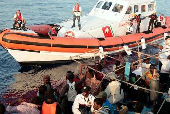 Resgate de migrantes refugiados. Foto: OIM/Francesco Malavolta 2014