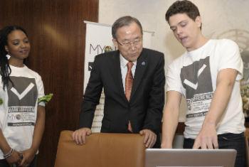 Voluntários podem trabalhar pela internet. Foto: ONU/Eskinder Debebe