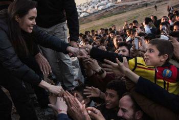 Enviada especial do Acnur, Angelina Jolie, visitou recentemente um acampamento de refugiados sírios. Foto: Acnur/A. McConnell