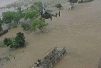 Resgate de helicóptero na área de Palmeira, a 85 quilómetros ao norte de Maputo. Foto: Unicef