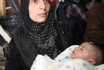 Mãe e bebê em Yarmouk, Síria. Foto: UNRWA/Taghrid Mohammad