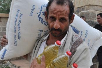 Civis sofrem para conseguir água, comida, combustível e assistência de saúde. Foto: PMA