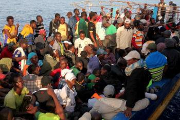 Migrantes resgatados na costa da Itália. Foto: OIM