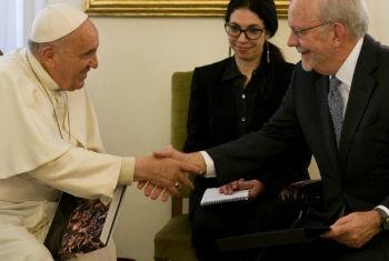 Papa Francisco (à esq.) com o diretor-executivo do Unicef, Anthony Lake. Foto: Unicef/NYQH2015-0963/Diffidenti
