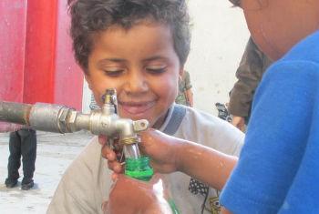 Unrwa conseguiu prestar assistência de saúde e entregar materiais de educação para atividades recreativas de crianças. Foto: Unrwa