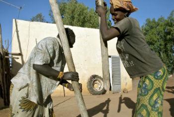 Moçambique pretente incluir no seu sistema de proteção social os que exercem atividades de forma independente. Foto: ONU/Marco Dormino