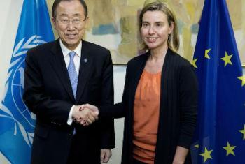 Ban Ki-moon no encontro com a alta representante da UE para Política Externa e de Segurança e vice-presidente da União Europeia,Federica Mogherini. Foto: ONU/Evan Schneider