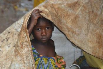 Menina burundesa em acampamento para refugiados na Tanzânia. Foto: Acnur/T.Winston Monboe