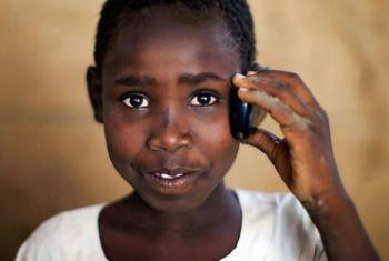 Residentes em Darfur podem relatar questões humanitárias através da linha gratuita. Foto: Unamid/Albert Gonzalez Farran