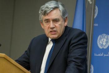 Gordon Brown fala a jornalistas na sede da ONU, em Nova York. Foto: ONU/Loey Felipe