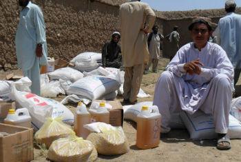 Distribuição de alimentos para deslocados no Afeganistão. Foto: Acnur