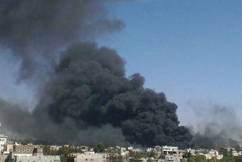 Capital do país, Sanaa, após ataques aéreos. Foto: Almigdad Mojalli/Irin