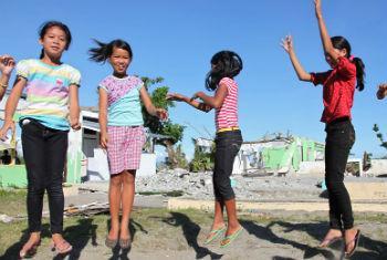 Estudantes nas Filipinas. Foto: Unicef/Giacomo Pirozzi
