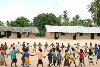 Crianças numa escola primária na Zambézia, Moçambique. Foto: Unicef