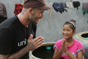 David Beckham em visita ao Camboja. Foto: Unicef/Irby