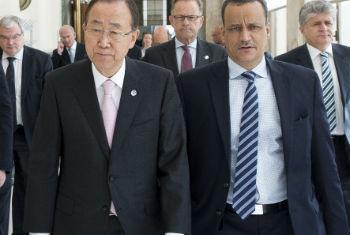 Ban Ki-moon esteve com Ismail Ahmed em Genebra em 15 de junho. Foto: ONU/Jean Marc-Ferré