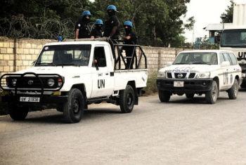 Boinas azúis da Minustah levam material eleitorial da capital do Haiti, Porto Príncipe, para todas as regiões do país antes das eleições de agosto de 2015. Foto ONU/Minustah/Logan Abassi