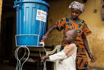 Medidas de prevenção ao ebola na Guiné. Foto: Unmeer/Martine Perret