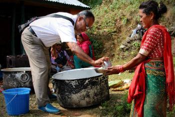 Nepaleses continuam precisando de assistência humanitária. Foto: Ocha/Orla Fagan
