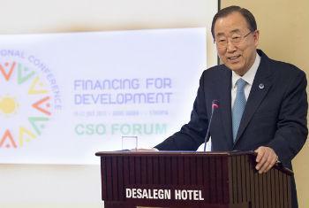 Secretário-geral Ban Ki-moon no Fórum Global da Sociedade Civil, em Adis Abeba, Etiópia, na véspera da abertura da Terceira Conferência Internacional sobre Financiamento para o Desenvolvimento. Foto: ONU/Eskinder Debebe