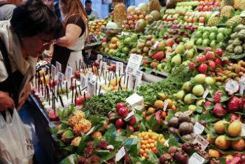 Mulher em supermercado na Espanha. Foto: FAO/Alessia Pierdomenico
