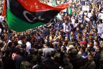 Líbios em protestos de 2011.