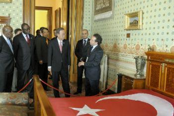 Secretário-geral visitou a Turquia em 2011. Foto: ONU/Evan Schneider