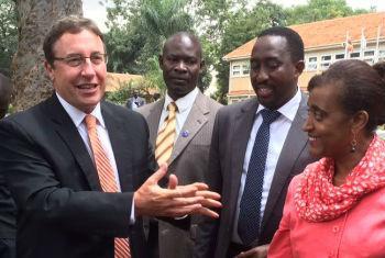 O diretor-executivo do Pnuma, Achim Steiner, encerrou visita ao Uganda. Foto: Pnuma.