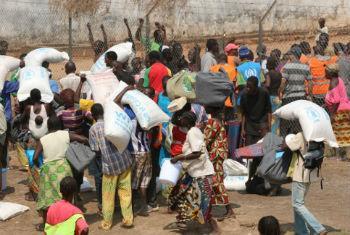 Distribuição de ajuda à população centro-africana. Foto: Ocha