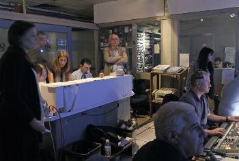 Sala de edição da TV ONU. Foto: ONU/Mark Garten
