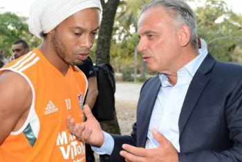 Ronaldinho Gaúcho encontra com o vice-diretor executivo da Unaids, Luiz Loures. Foto: Unaids