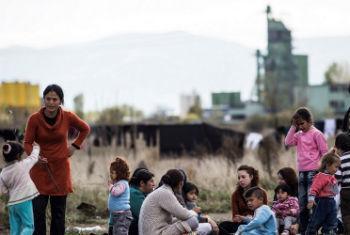 Migrantes acampados perto do Centro de recepção para migrantes e refugiados em Sofia, Bulgária. Foto: Jodi Hilton/IRIN