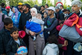 Refugiados e migrantes na Hungria. Foto: Acnur/ Mark Henley