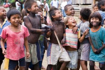 Crianças colombianas. Foto: ONU/Mark Garten