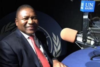 Filipe Jacinto Nyusi nos estúdios da Rádio ONU. Foto: Rádio ONU/Denise Costa.